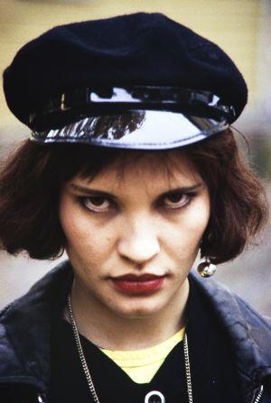 Kaija Kaikkonen tv-elokuvassa Hiljaiset laulut (1994).