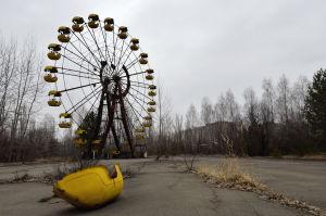 Tjugofem år efter Tjernobylolyckan står det närbelägna nöjesfältet i Pripjat övergivet.
