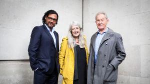 Kulttuurien juurilla -sarjan asiantuntijat David Olusoga, Mary Beard ja Simon Schama