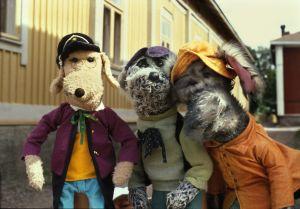 Riku, Ransu ja Eno-Elmeri Rauman kieltä oppimassa Karvakuonot automatkalla -sarjassa 1982.