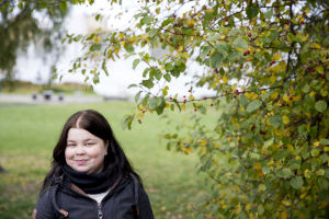 Heini Kallio puistossa.