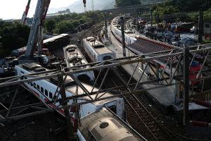 Röjningsarbete i Yilan den 22 oktober efter tågolyckan i Taiwan den 21 oktober 2018.