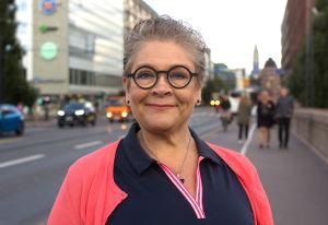 PAMin puheenjohtaja Ann Selin hymyilee suoraan kameralle