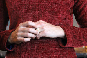 Jacqueline Kennedyn kädet ja vihkisormus (näyttelijä)