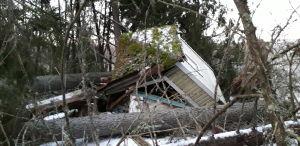 Badhuset vid Nelins villa har tagit stryk av stormen Aapeli