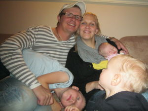 Haapalaisten perhe, isä, äiti ja kolme lasta