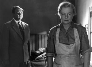 """Kotimainen elokuva """"Elokuu"""". Näyttelijät Severi Seppänen (lääkäri), Toivo Mäkelä (roolinimi Viktor Sundvall) ja Emma Väänänen (roolinimi Saima Sundvall)."""