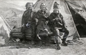Simoni, Ella-Stiina och Veikko Laakso på utställning i Tyskland 1930.