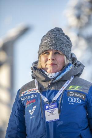 Kisapappi Leena Huovinen Lahdessa hiihdon nuorten MM-kisoissa