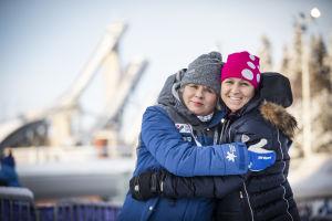 Kisapappi Leena Huovinen ja hiihtäjä Aino-Kaisa Saarinen