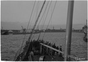"""Ingermanländska flyktingar ombord på ångfartyget """"Primula"""" anländer till Hangö 18.6.1944."""