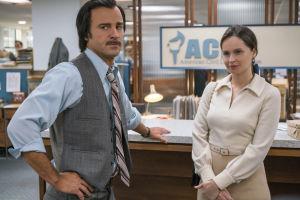 Felicity Jones esittää Yhdysvaltalaista tuomaria, Ruth Bader Ginsburgia, elokuvassa Oikeuden puolesta. Kuvassa myös näyttelijä Justin Theroux.