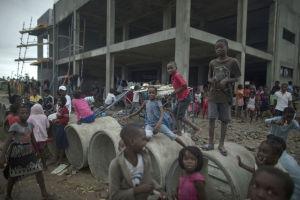 Människor i Sofalaprovinsen i centrala Moçambique den 16 mars 2019.
