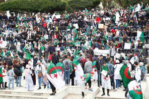 Algeriska studenter demonstrerar mot president Abdelaziz Bouteflika den 26 mars 2019.