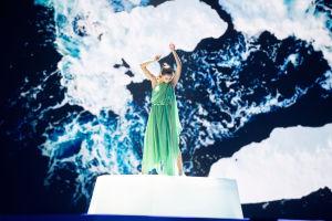 Tanssija Etel Röhr harjoituksissa euroviisulavalla