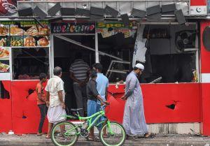 Förstörd butik i v, Sri Lanka efter en attack. 14.5.2019.