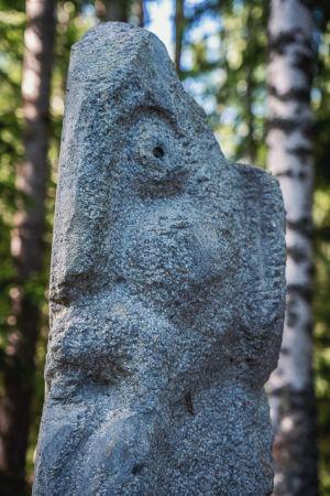 Skulptur i sten.