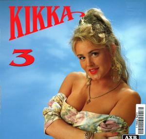 Kikan 3-albumin levynkansi: Sinistä taustaa vasten Kikka kädet puuskassa, kukkapaita jossa hihat on kääritty olkapäiltä alas.