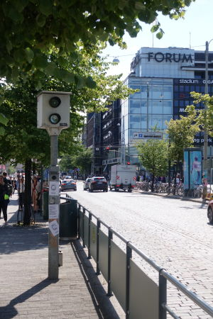 En trafiksäkerhetskamera på Mannerheimvägen.