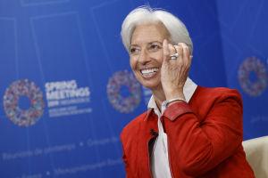 Christine Lagarde ler.