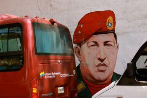 Hugo Chavezin kuva seinämaalauksena