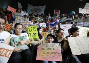 Klimatdemonstranter intog miljöministeriet i Bangkok.