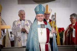 Bo-Göran Åstrand under biskopsvigningen i Borgå domkyrka den 29 september 2019. Bakom honom till höger ärkebiskop Tapio Luoma,.