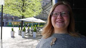 Tiina Sanila-Aikio kadulla Helsingissä