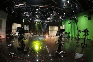 Pasilan televisiostudion kameroita ja green screen