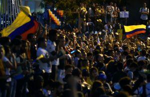 Demonstranter ute på gatan i Bogota.