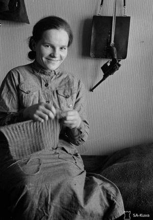 Lotta neulomatöissä Savukoskella. 10.2.1940.