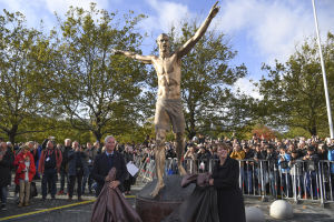 Zlatans staty avtäcks.