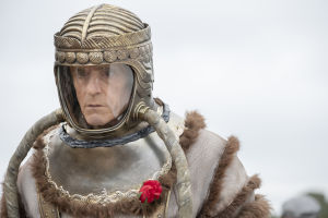 Adrian Veidt (Jeremy Irons).