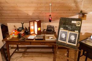 En utställning av utrustning för framkallning av fotografier
