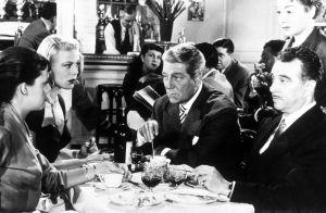 Jeanne Moreau, Dora Doll, Jean Gabin ja Rene Dary elokuvassa Älkää koskeko