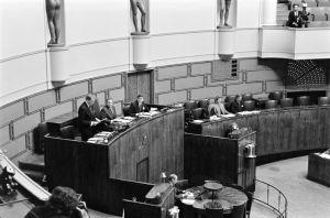Puhemies Ilkka Suominen ja kaksi varapuhemiestä eduskunnassa 1992.
