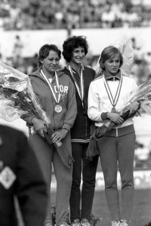 Mona-Lisa Pursiainen på prispallen i EM 1974.