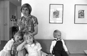 Mona-Lisa Pursiainen hemma med barnen, 1987.