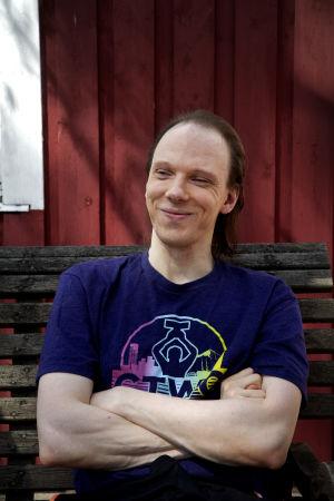 Jani Herlevi pihallaan Lohjalla.