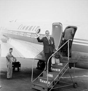 Eugen Ekman stiger på flyget till Rom 1960