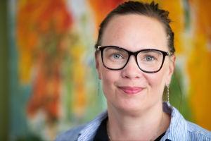 Seksuaaliterapeutti Anna Kolster vastaanotollaan.