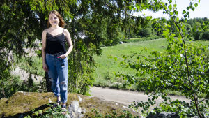Sofia Svevar på sin gård