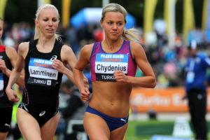 Nina Chydenius löper 3000 m i Paavo Nurmi Games 2014.