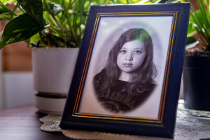 Marian lapsuuskuva äidin pöydällä.