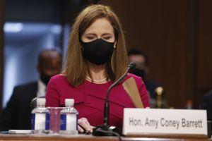Amy Coney Barrett under den första dagen av senatsutfrågningen för hennes domarutnämning.