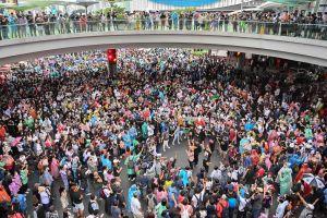 Folksamling i Thailand.