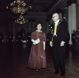 Presidentti Urho Kekkonen ja rouva Sylvi Kekkonen itsenäisyyspäivän juhlavastaanotolla Presidentinlinnassa.