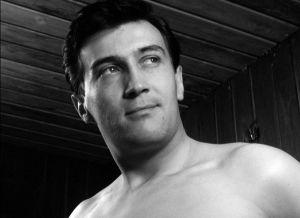 Ville-Veikko Salminen elokuvassa Harha-askel (1964).