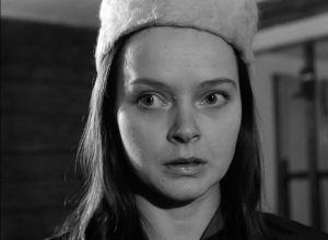 Annikki Moksi elokuvassa Jäinen saari (1964).