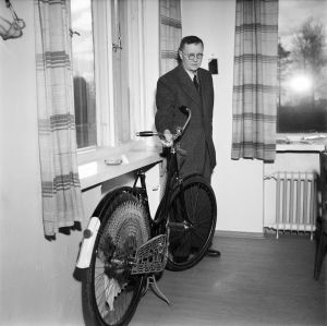 Kyllikki Saaren Pohjan kruunu -merkkinen polkupyörä